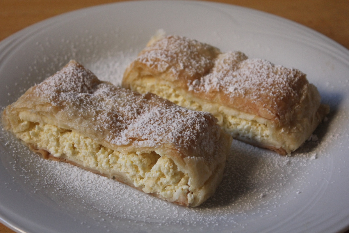 Túrós Rétes (Cottage Cheese Strudel)